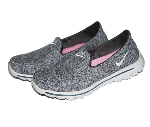 حذاء نايك للنساء دك رمادي
